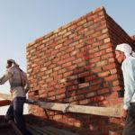 Jasa Tukang Bangunan Harian atau Borongan, Mana yang Lebih Hemat?