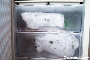8 Penyebab Kulkas Tidak Dingin dan Solusi Mudah Mengatasinya