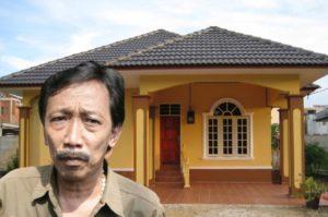 Jarang Tampil di TV, Begini Potret Rumah Komedian Senior Doyok yang Tampak Sederhana